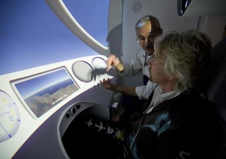Richard Branson tränar på NASTAR