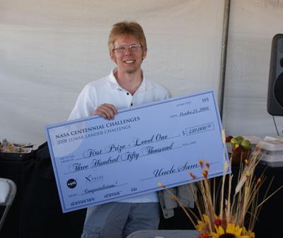 John Carmack med check på 350.000 dollar