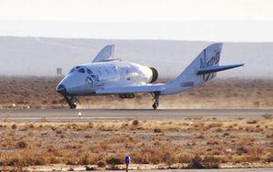 SpaceShipTwo genomförde sin första flygning med raketmotorn monterad