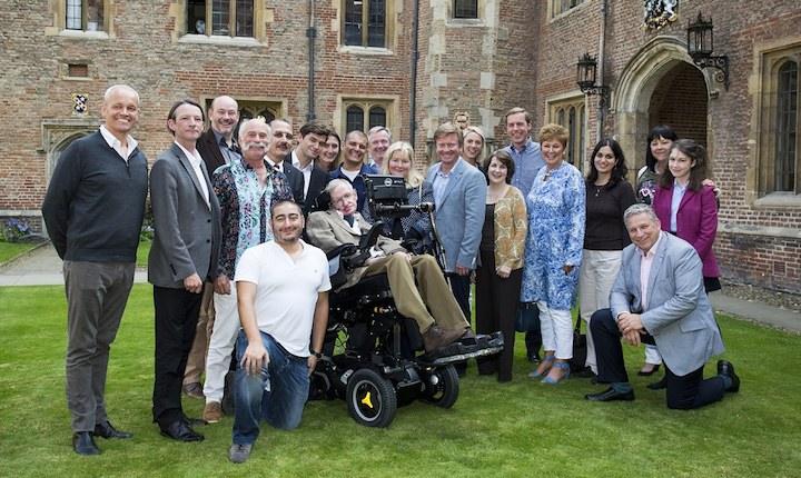 Stephen Hawking avtäcker den andra SpaceShipTwo i februari