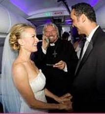 Richard Branson som vigselförättare i luften