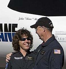 Cindy Cashman och Mitch Walling - det första paret att gifta sig i rymden.